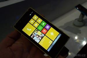 MWC13_Nokia_Lumia_720_04