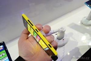 MWC13_Nokia_Lumia_720_05